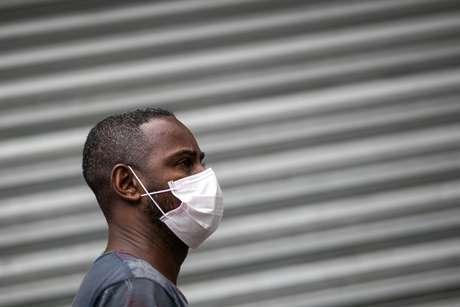 Coronavírus deixou as ruas vazias e fez as pessoas buscarem proteção ao sair de casa