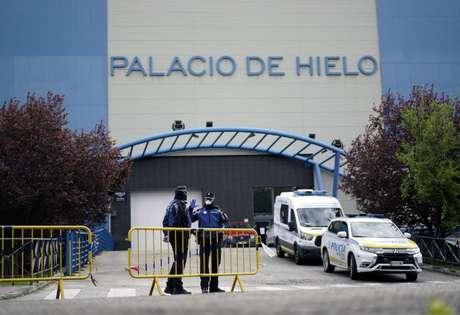 Pista de patinação em Madri transformada em necrotério 24/03/2020 REUTERS/Juan Medina