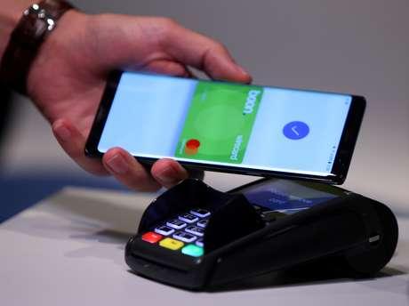 Empresa de Aschheim, na Alemanha, apresenta modelo de pagamento sem contato  06/09/2018 REUTERS/Michael Dalder