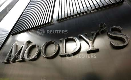 Uma placa da Moody's é exibida no World Trade Center 7, sede corporativa da empresa em Nova York. 06/02/2013. REUTERS/Brendan McDermid