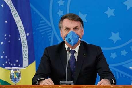 Bolsonaro concede coletiva de imprensa sobre coronavírus