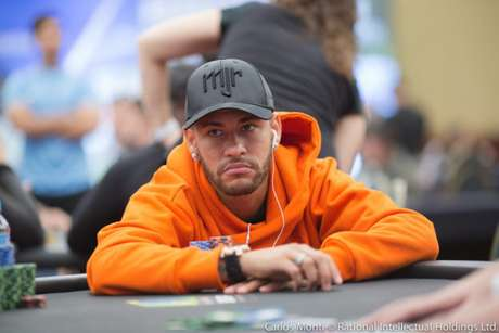 O pôquer é um dos passatempos prediletos de Neymar fora dos gramados (Crédito: Carlos Monti/Divulgação)