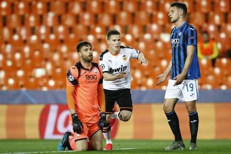 Apesar de ser reserva, Marco Sportiello foi titular na classificação da Atalanta sobre o Valencia (Foto: AFP)
