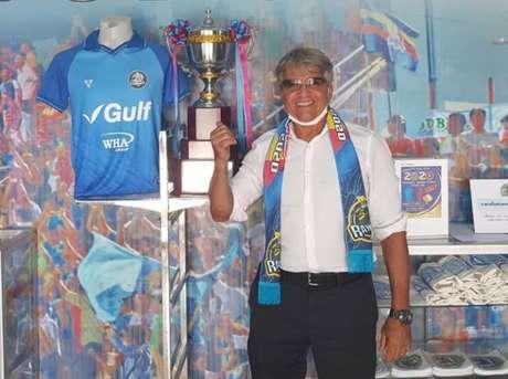 Artur Bernardes é técnico do Rayong FC, da Tailândia (Foto: Rayong FC)