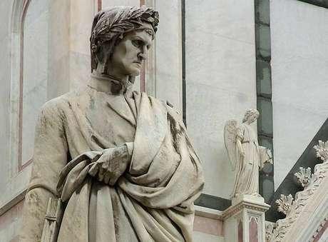 Estátua de Dante Alighieri em Florença