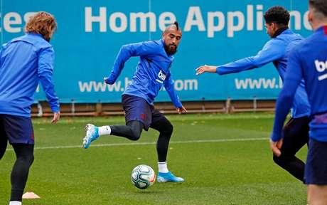 Vidal é um dos jogadores que podem deixar o Barcelona na próxima janela de transferências (Foto: Divulgação/Barcelona)