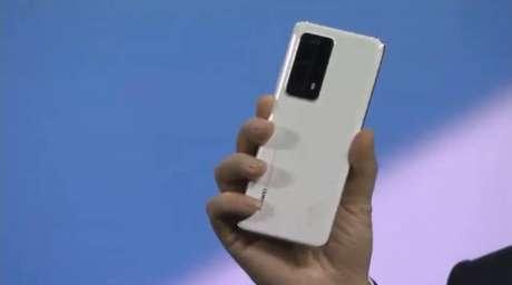Huawei apresenta novos celulares