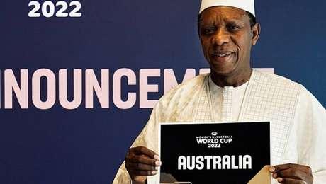 Presidente da Fiba, Hamane Niang faz o anúncio da sede