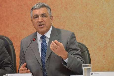 A proposta é de autoria do deputado Alexandre Padilha (PT-SP).