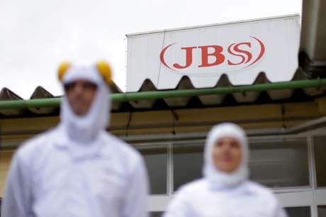 Funcionários da JBS em unidade da empresa em Lapa (PR)  21/03/2017 REUTERS/Ueslei Marcelino