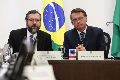 Bolsonaro e Ernesto Araújo em videoconferência dos líderes do G-20