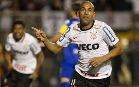 Emerson Sheik marcou dois gols no jogo de volta e deu o título da Libertadores ao Corinthians (Daniel Augusto Jr/Ag. Corinthians)