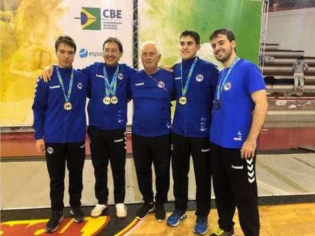 Gennady Miakotnykh, ao centro, era técnico do Pinheiros e da Seleção Brasileira (Foto: Reprodução)