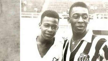 Assim como o irmão Pelé (à dir.), Zoca (à esq.) tentou carreira no Santos (Foto: Divulgação/Santos)