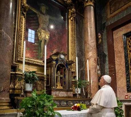 Papa Francisco visitou o Crucifixo Milagroso no dia 15 de março