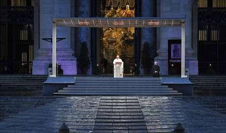 Papa Francisco fez oração na praça São Pedro vazia