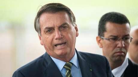 Bolsonaro criticou o fechamento das escolas e disse que medidas de distanciamento social afetariam o desempenho da economia