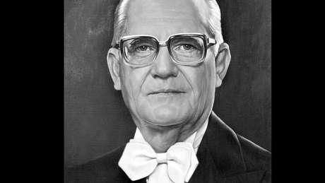 Em março de 1974, o general Ernesto Geisel assumiu a Presidência no lugar do general Médici; textos da imprensa eram censurados