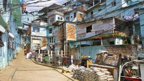 Casas com muitos moradores facilitam a contaminação e dificultam o isolamento