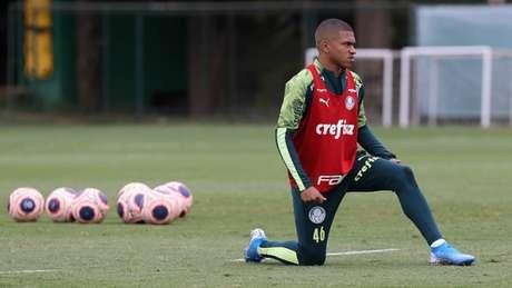 Esteves estreou como profissional no ano passado, mas ainda não jogou em 2020 (Agência Palmeiras/Divulgação)