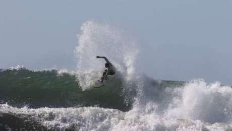 Surfista João Neves está confinado em El Salvador