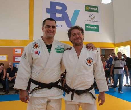 David Moura e Flavio Canto no projeto social (Marcello Zambrana/Divulgação)