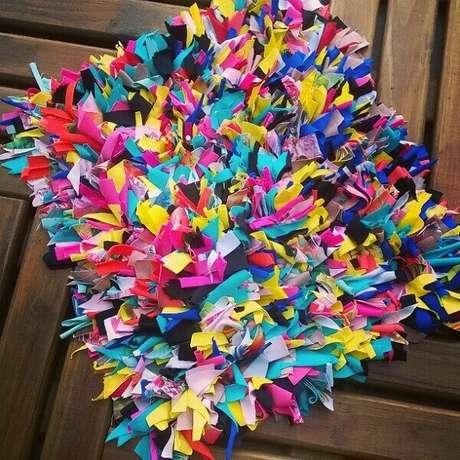 5. Decoração alegre com tapete de retalhos colorido. Fonte: Renata Steinbach
