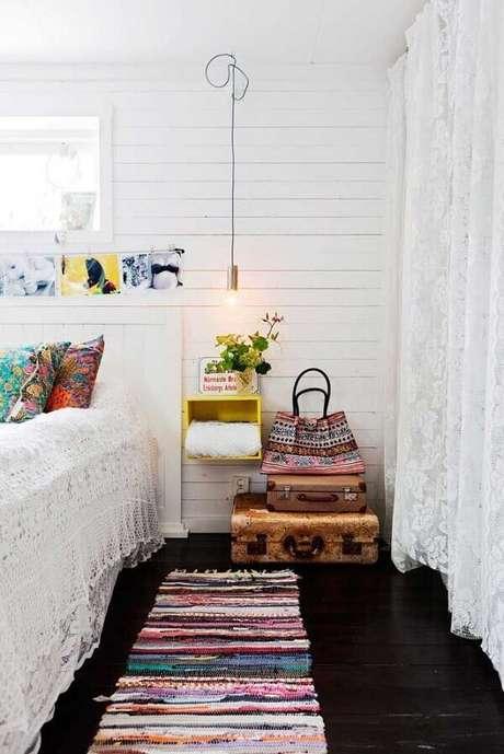 1. Decore o quarto com tapete de retalhos do tipo passadeira. Fonte: Pinterest