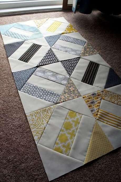 59. Decore o seu ambiente com tapete de retalho. Fonte: Pinterest