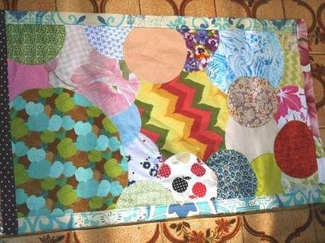 67. Mescle formas e cores no seu tapete de retalhos. Fonte: Pinterest