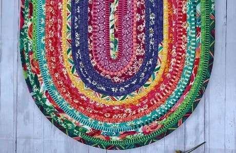 52. Modelo de tapete de retalho trançado colorido. Fonte: Pinterest