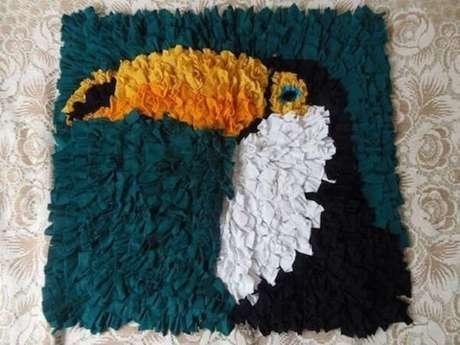 69. Modelo de tapete de retalhos com desenho de tucano. Fonte: Pinterest