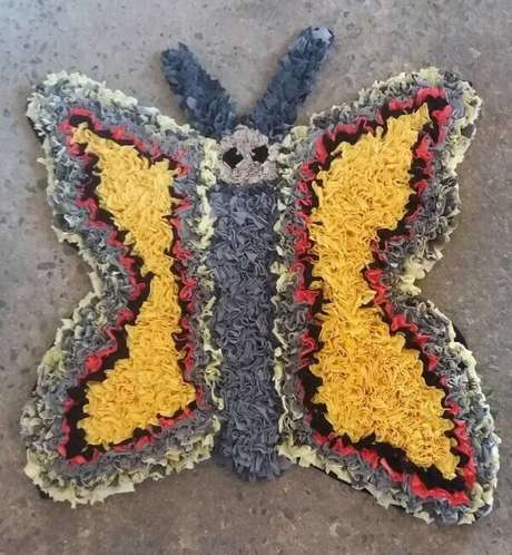 21. Tapete de retalhos em formato de borboleta. Fonte: Tapetes de Retalho da Sandra