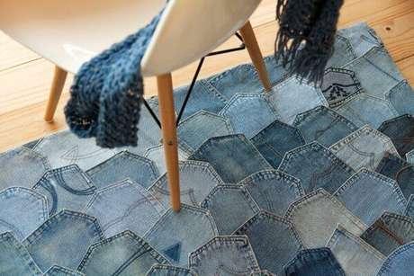 6. Tapete de retalhos feito com tecido jeans. Fonte: Muito Chique