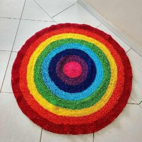 14. Tecidos que seriam descartados formam um lindo tapete de retalhos. Fonte: Empório Trama Terê