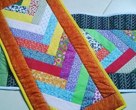 12. Várias tiras formam um lindo tapete de retalhos. Fonte: Pinterest