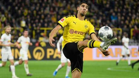 Hakimi é um dos destaques do Borussia Dortmund na atual temporada (Foto: Ina Fassbender / AFP)