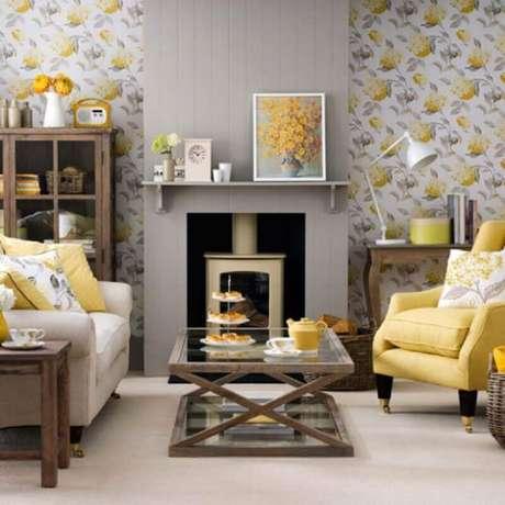 20. Papel de parede para decoração de sala amarela e cinza – Foto: Homedit