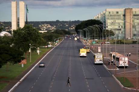 Esplanada dos Minsitérios esvaziada em meio ao surto da doença do coronavírus (Covid-19), em Brasília 20/03/2020 REUTERS/Adriano Machado