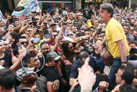 Com hérnias nas região da facada, Bolsonaro passa por exames