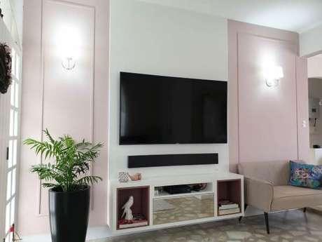 61. Decoração com home theater e painel para tv – Projeto: Larissa Minatti