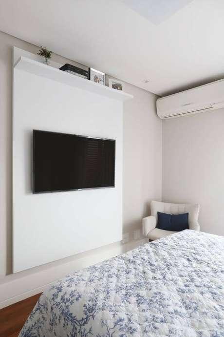 65. Painel para tv simples no quarto – Projeto: GF Projetos