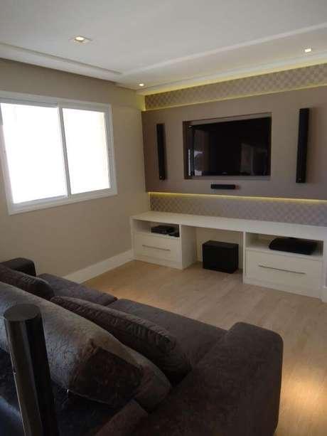 79. Painel para tv na sala clássica e elegante – Projeto: Claudiana Ressi