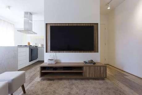 2o. Painel para tv branco com rack de madeira – Projeto: Pagama Arq Design