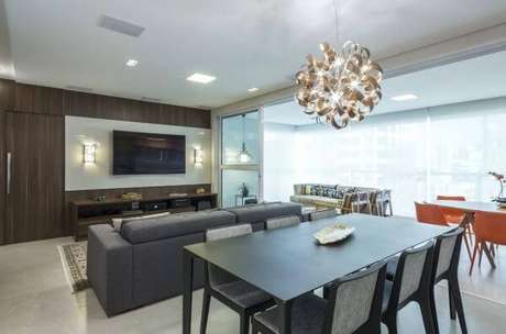 23. Sala de estar com painel de madeira para tv – Projeto: Arquiteta Petini