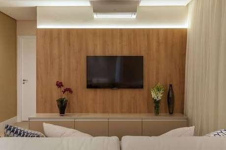 26. Painel para tv simples e bonito – Projeto Luciane Mota