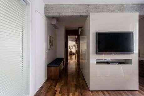 29. Painel para tv branco e funcional – Projeto: Am Studio Arquitetura