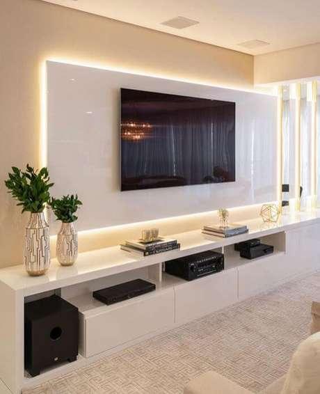 3. Painel para tv com rack e led – Via: Pinterest