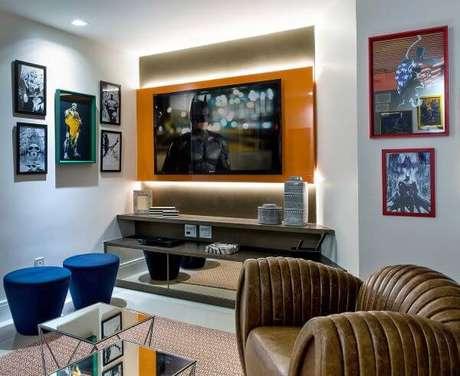 45. Monte sua sala de tv com o lindo painel para tv colorido – Projeto: Milla Holtz
