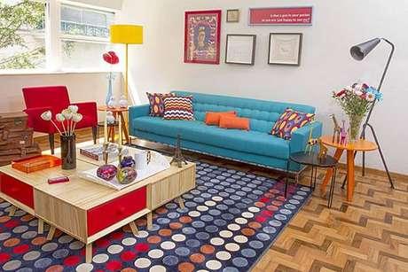 15. Tapete colorido em uma decoração colorida resultado, uma sala incrível – Foto: Via Pinterest